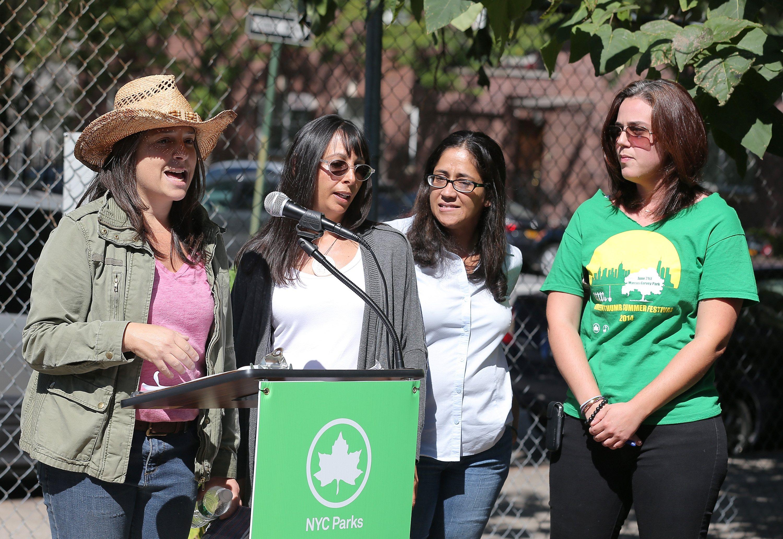 Brooke Singer, Stephanie Burden, Elizabeth Guzman, and Nancy Kohn of Green Thumb speak to guests at La Casita Verde Garden