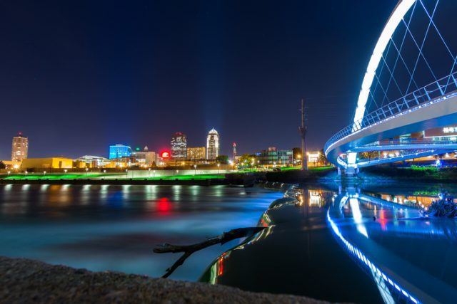 Des Moines Skyline, Iowa Women of Achievement bridge and the river all in one great night shot