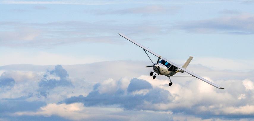 Propeller plane flying
