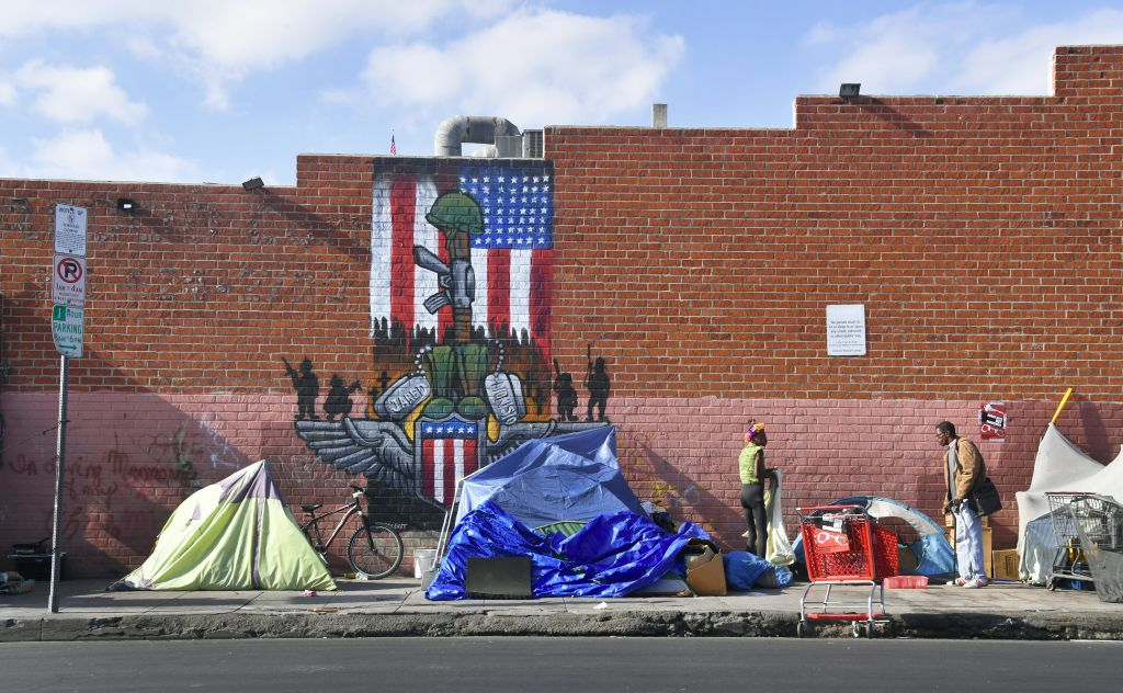 Homeless population in tents in Los Angeles