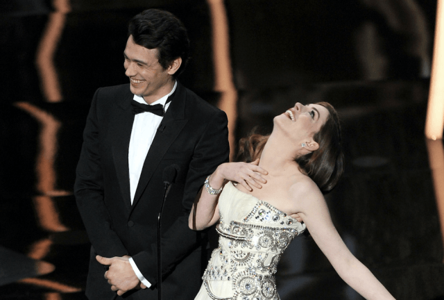 James Franco and Anne Hathaway on stage.