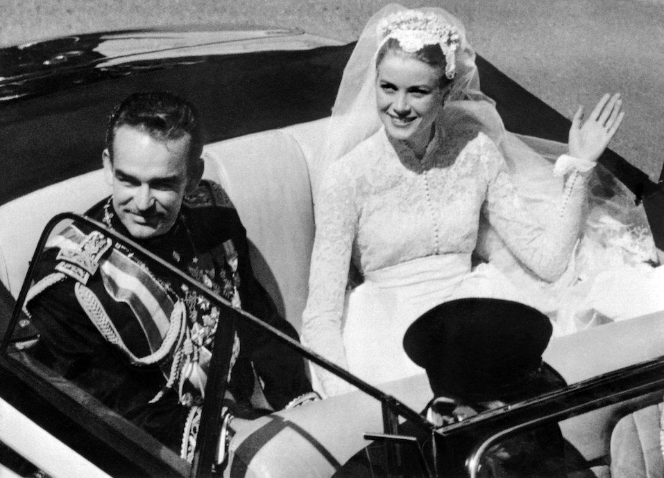 Prince Rainier III of Monaco and US actress and princess of Monaco Grace Kelly saluting the crowd
