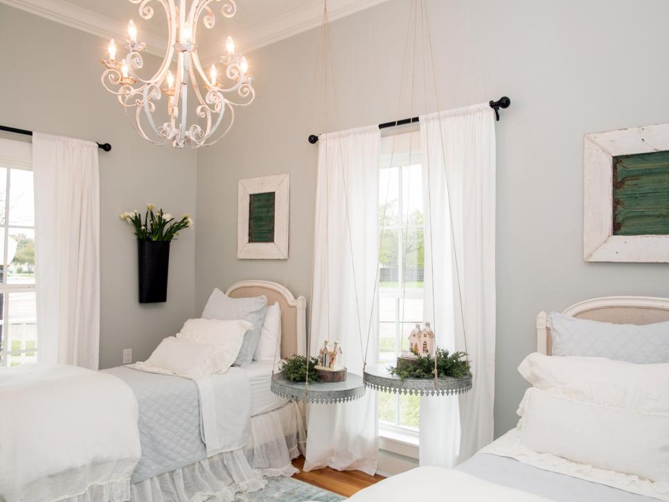 FixerUpper bed and breakfast twin room
