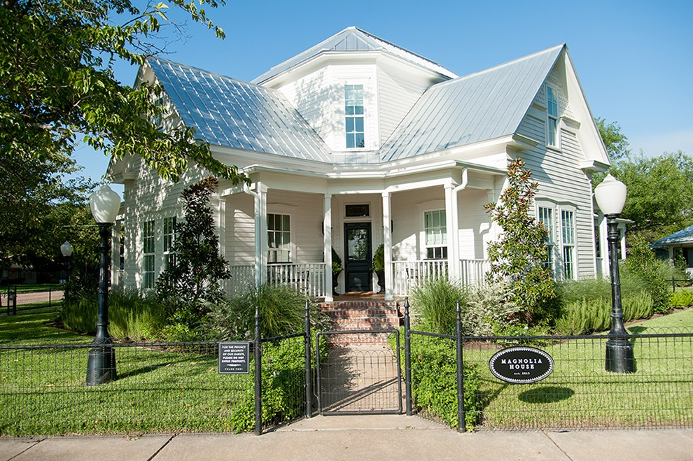 An inside look at chip and joanna gaines 39 stunning texas for Magnolia house bed and breakfast mcgregor texas