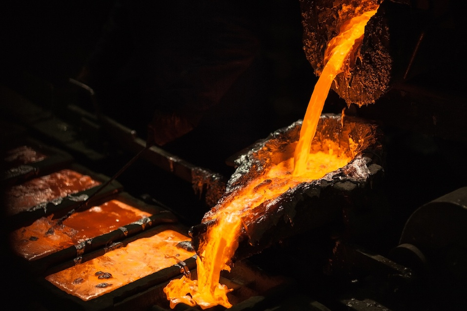 Production of aluminium master alloys on a foundry