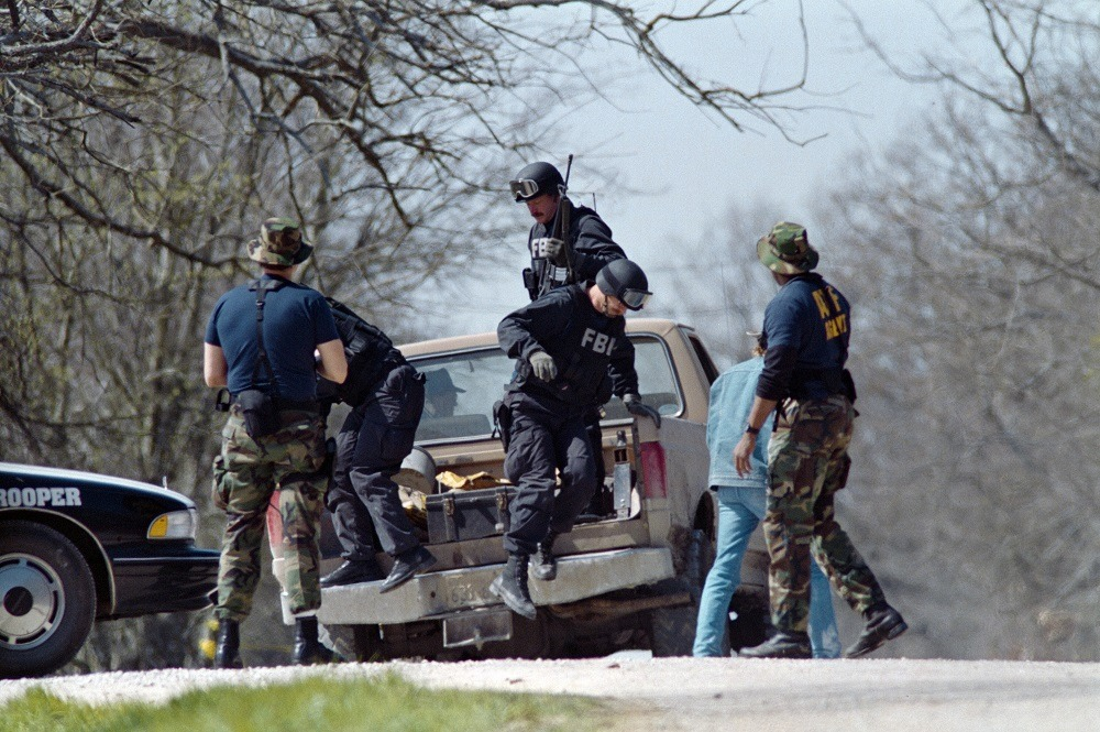 FBI agents unload from a pickup truck on March 12, 1993 near the Branch Davidian religious compound