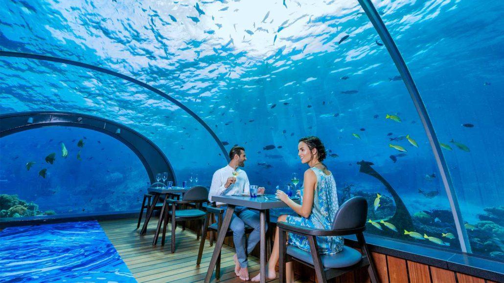 Hurawalhi Resort Underwater restaurant