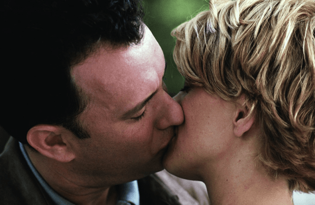 Meg Ryan and Tom Hanks kiss in 'You've Got Mail'.