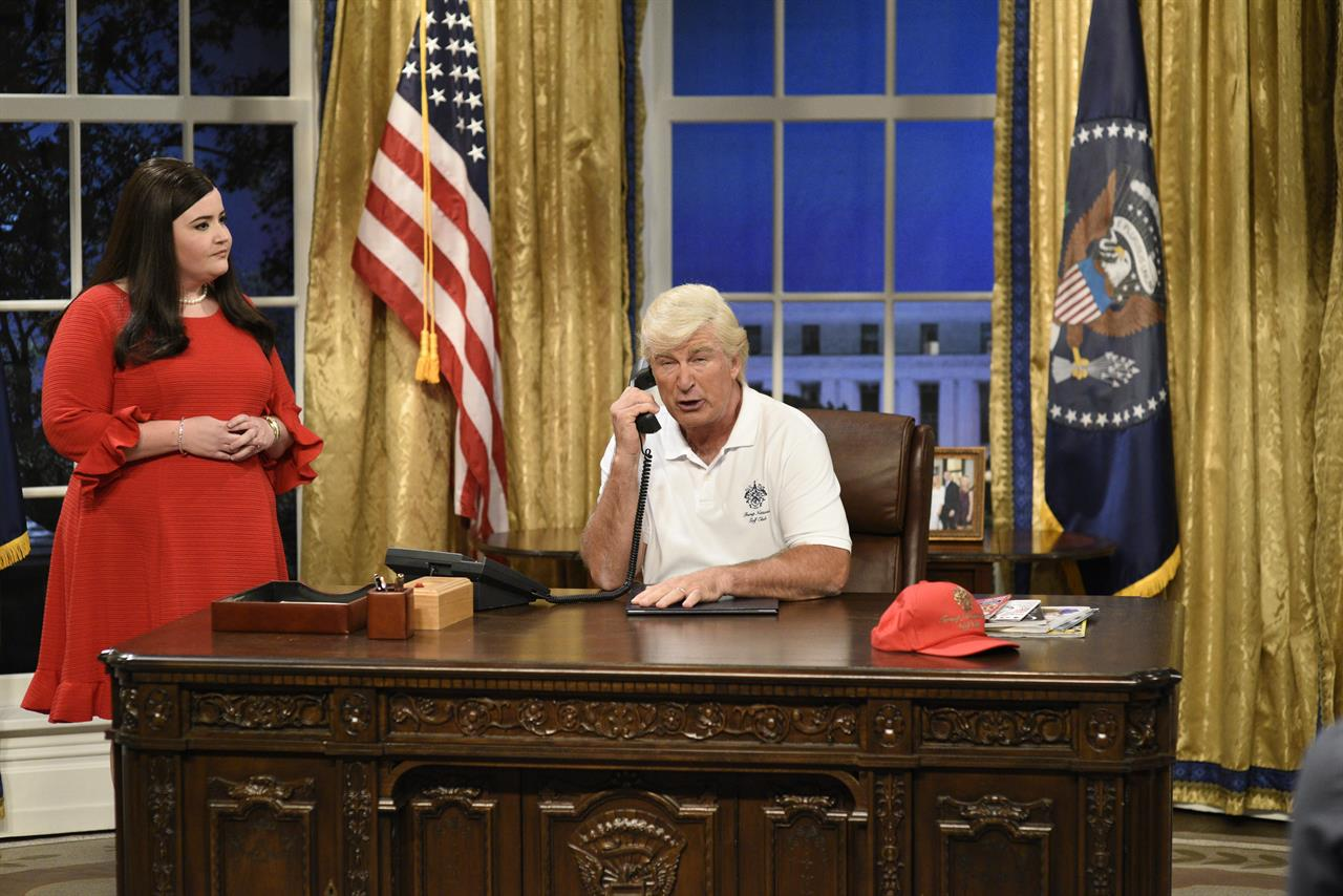 Aidy Bryant and Alec Baldwin on the Oval Office set.