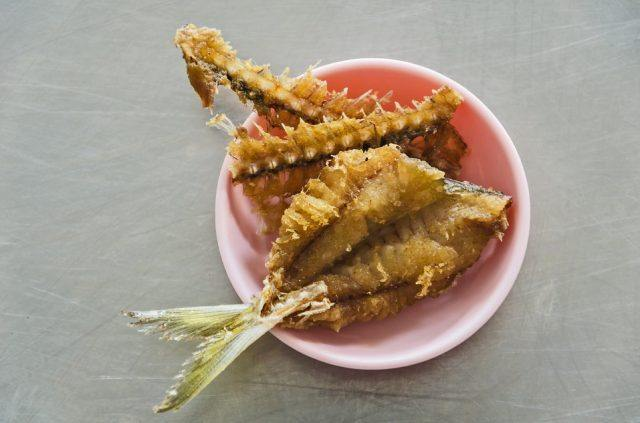 fish fried on cup and table