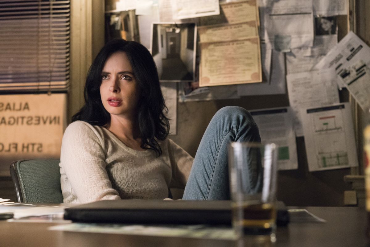 Jessica sitting at her desk on Jessica Jones Season 2