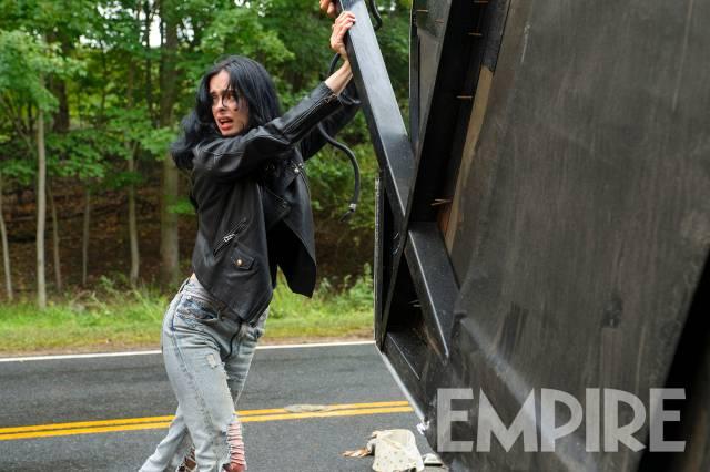 Jessica Jones lifting up a car