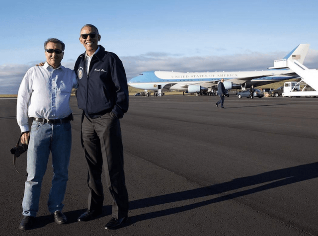 Pete Souza posing with Barack Obama.