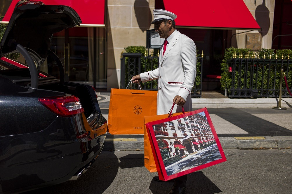 valet holding shopping bags of a client