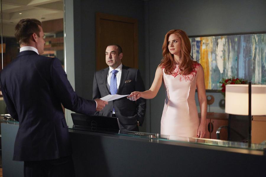 """SUITS -- """"Denial"""" Episode 501 -- Pictured: (l-r) Gabriel Macht as Harvey Specter, Rick Hoffman as Louis Litt, Sarah Rafferty as Donna Paulsen -- (Photo by: Shane Mahood/USA Network)"""