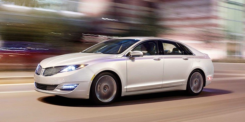 Front three-quarter view of white white 2015 Lincoln MKZ