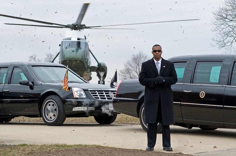 A US Secret Service agent stands by US President Barack Obama's limousine
