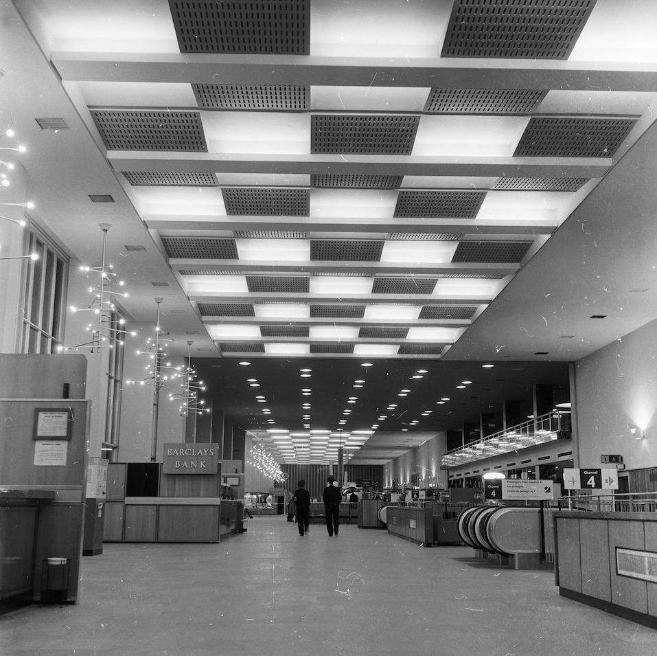 1957: A Barclays Bank situated in London Airport.