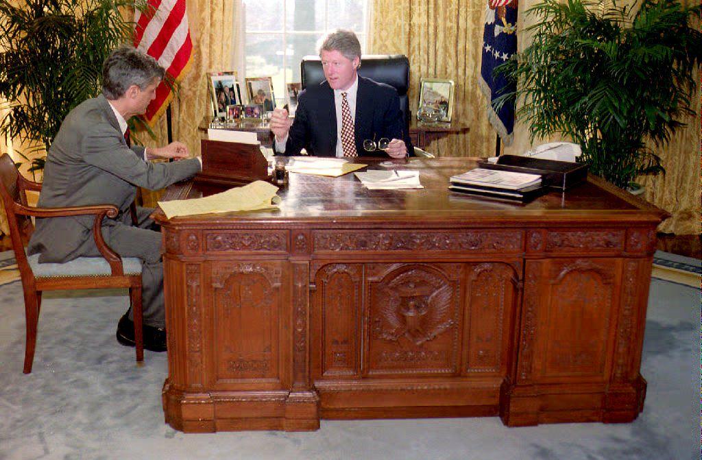 U.S.President Bill Clinton in Oval Office