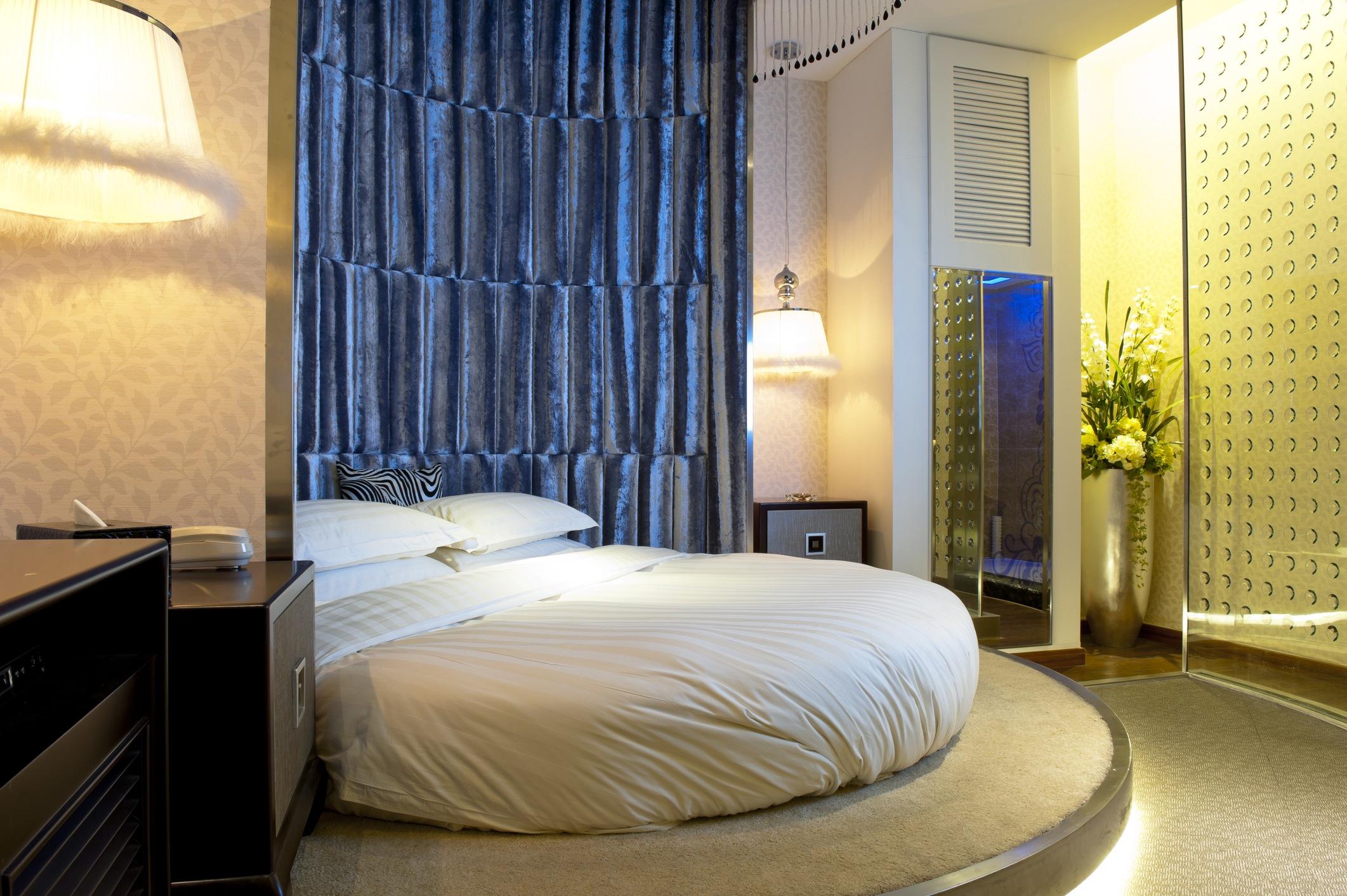 Round hotel bed