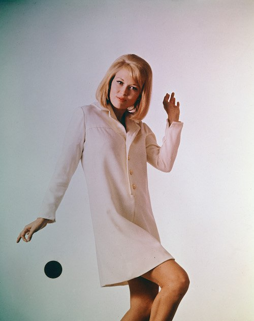 Faye Dunaway posing during a shoot.
