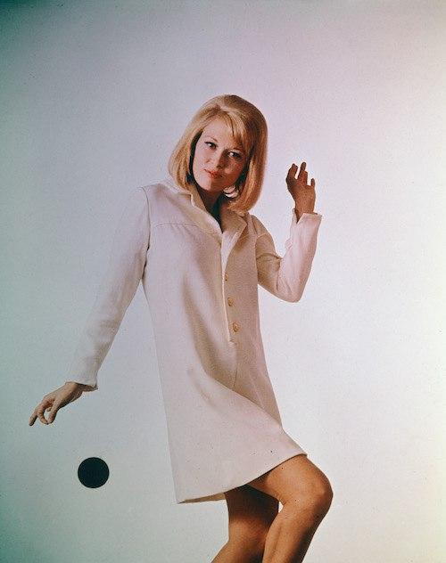 Faye Dunaway posing during a shoot.