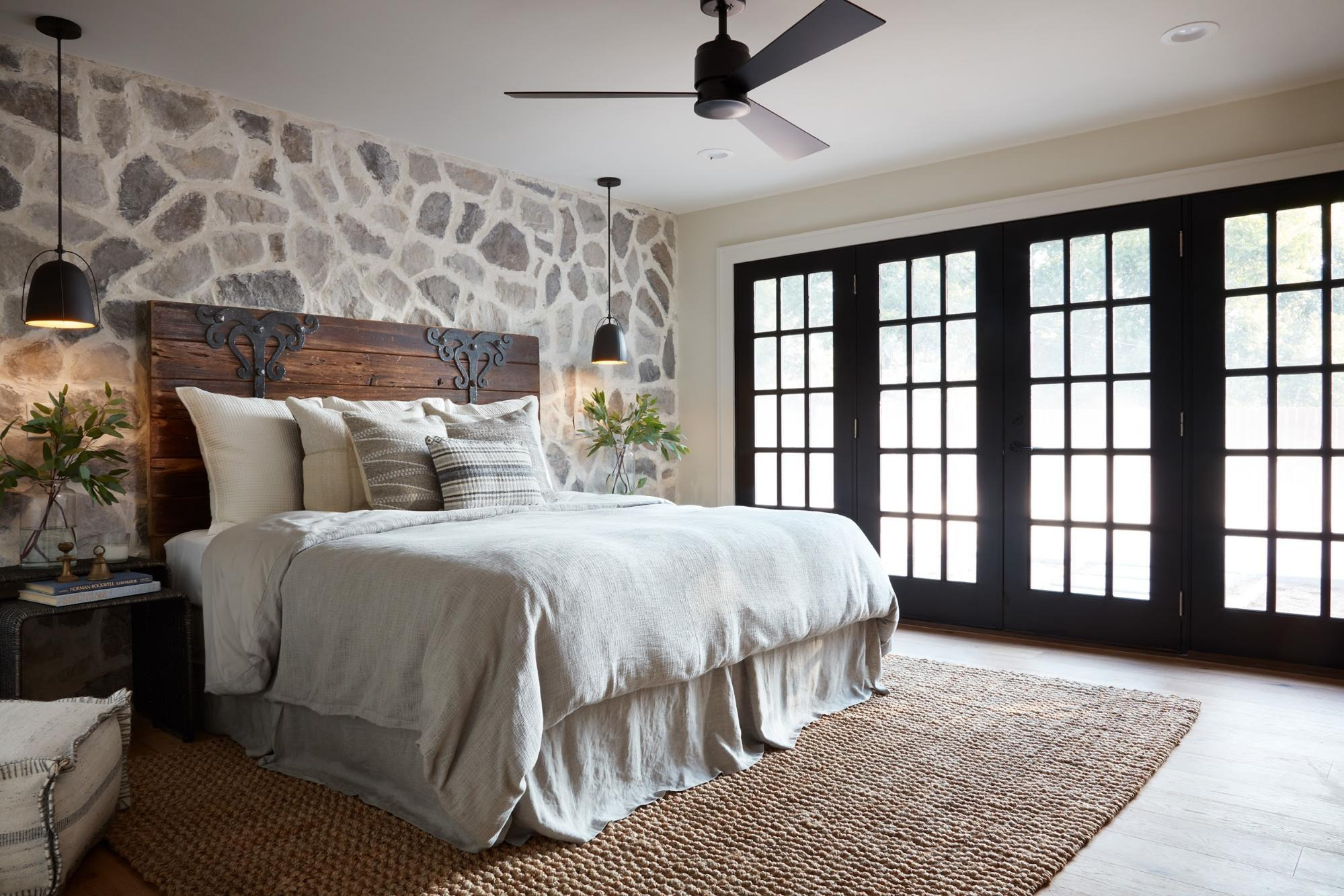 Fixer Upper bedroom headboard