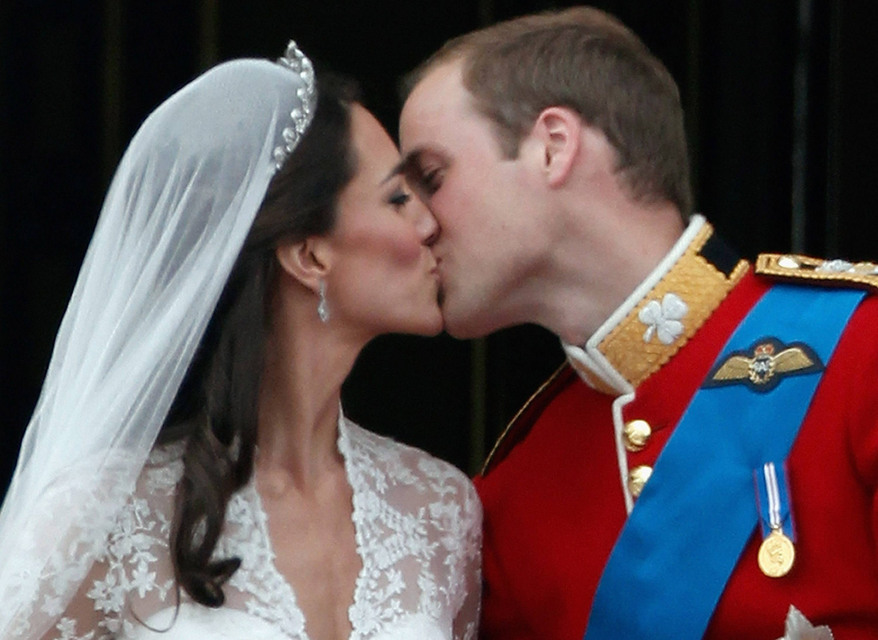 TRH Catherine, Duchess of Cambridge and Prince William, Duke of Cambridge kiss on the balcony at Buckingham Palace on April 29, 2011 in London, England.