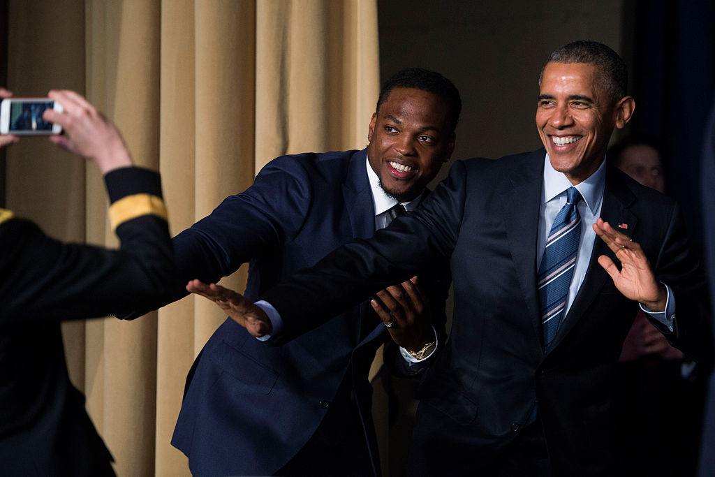 Obama strikes the Heisman pose with Heisman Trophy winner Derrick Henry