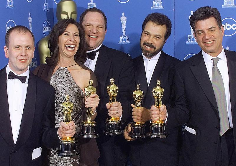 """LOS ANGELES, UNITED STATES: Winners of the Oscar for Best Picture, """"Shakespeare in Love"""", pose for photographers 21 March 1999 at the Dorothy Chandler Pavilion in Los Angeles during the 71st Annual Academy Awards. From left are: David Parfitt, Dianna Gigliotti, Harvey Weinstein, Edward Zwick, and Marc Morman. (ELECTRONIC IMAGE) (Photo credit should read HECTOR MATA/AFP/Getty Images)"""