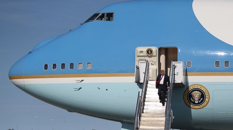 President Donald Trump arrives on Air Force One at the Palm Beach International Airport to spend part of the weekend at Mar-a-Lago resort on February 17, 2017 in West Palm Beach, Florida.ÊPresident Trump is scheduled to have a campaign rally in Melbourne, FL tomorrow.