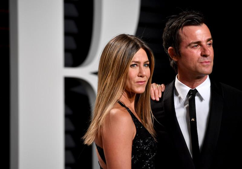 BEVERLY HILLS, CA - FEBRUARY 26: Actors Justin Theroux (L) and Jennifer Aniston attends the 2017 Vanity Fair Oscar Party hosted by Graydon Carter at Wallis Annenberg Center for the Performing Arts on February 26, 2017 in Beverly Hills, California. (Photo by Pascal Le Segretain/Getty Images)