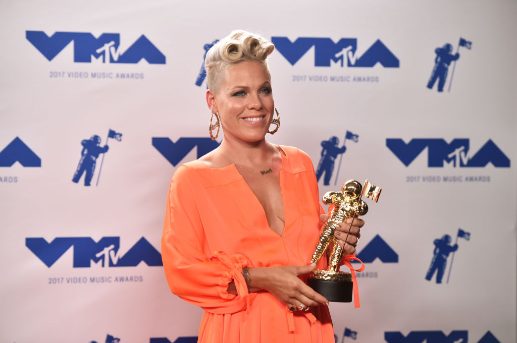Michael Jackson Video Vanguard Award recipient Pink poses in the press room during the 2017 MTV Video Music Awards at The Forum on August 27, 2017 in Inglewood, California.