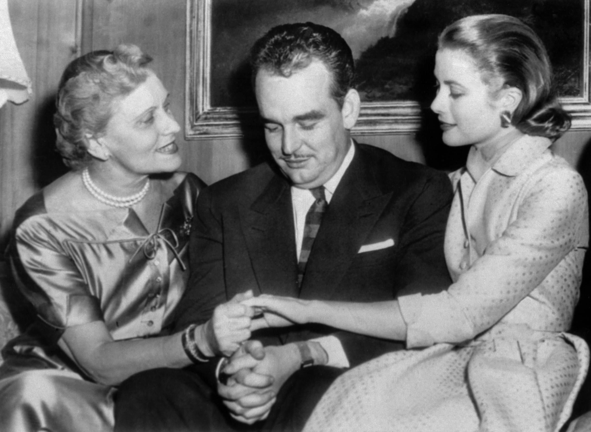 Prince Rainier III of Monaco (C) and grace kelly