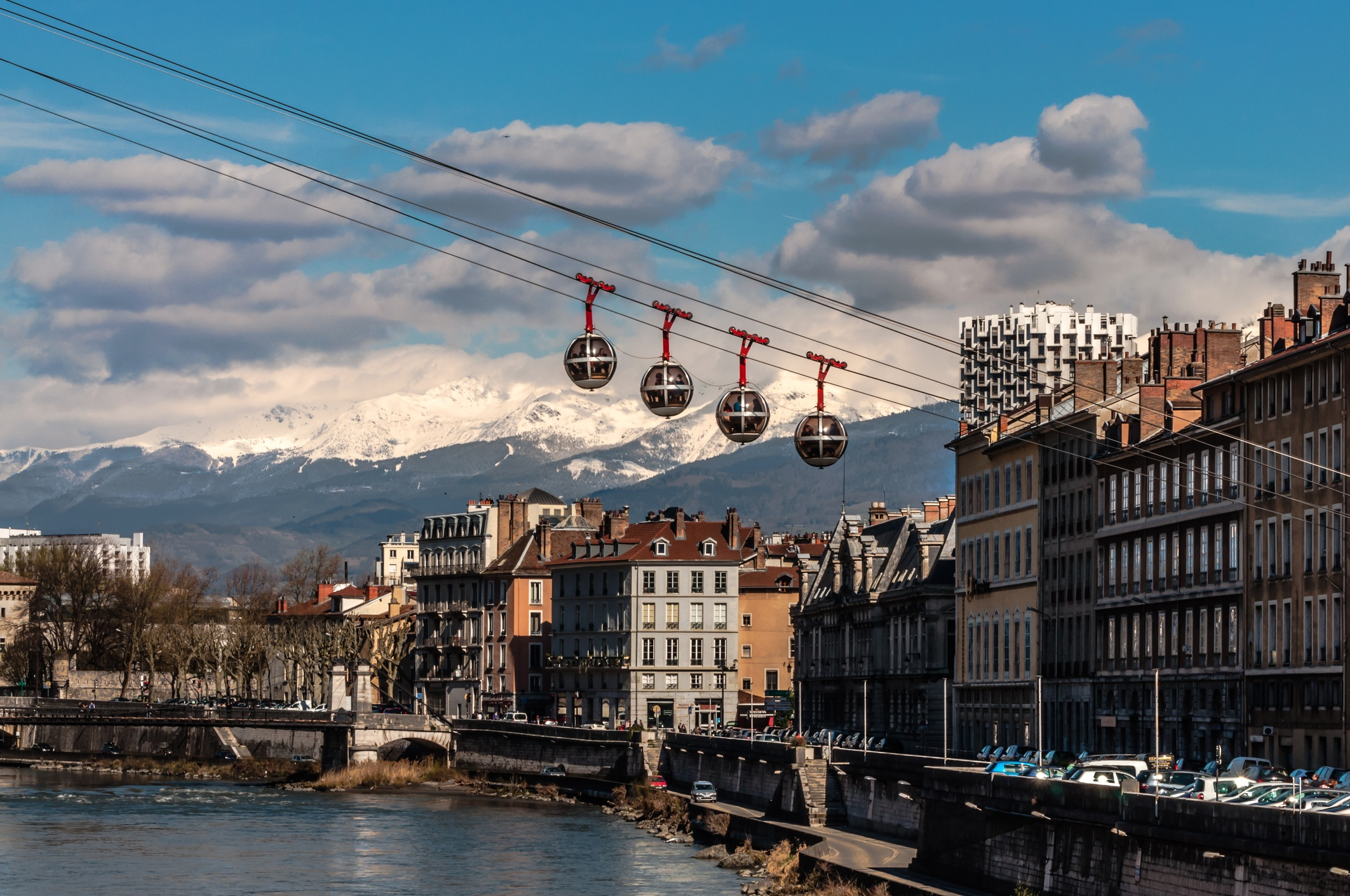 The Grenoble-Bastille cable car and the mountains