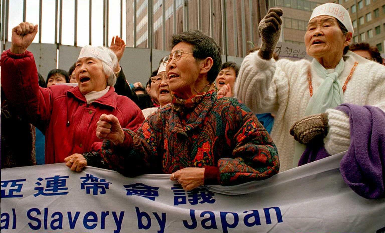 South Korean former comfort women chant anti-Japan
