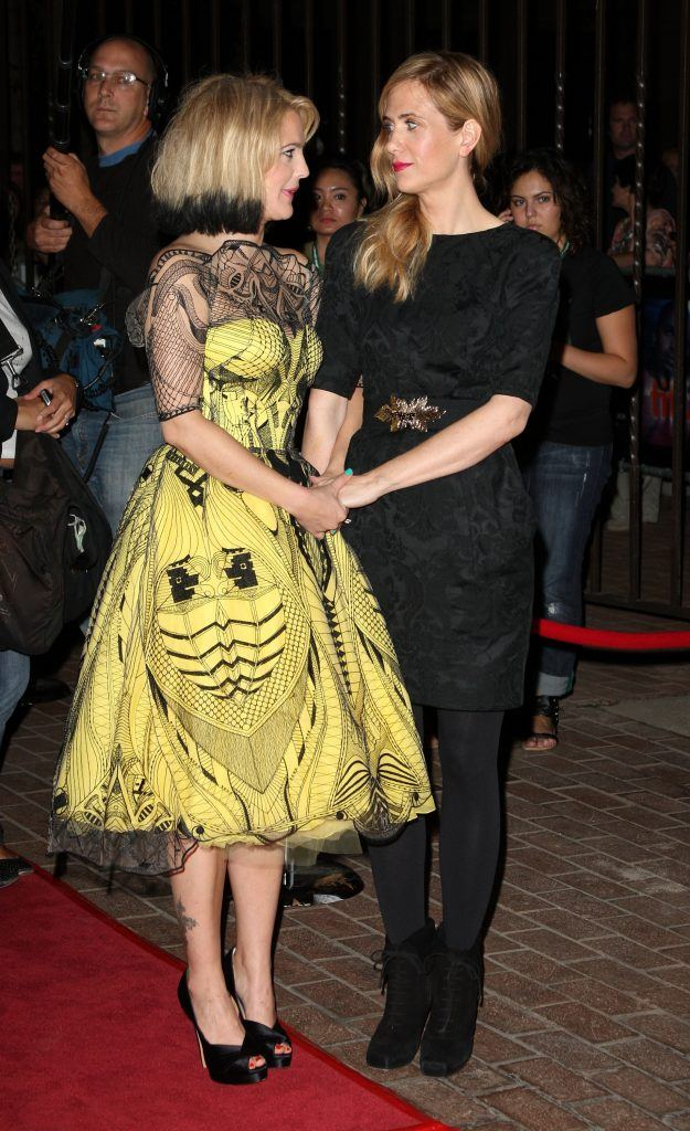 """Director/actress Drew Barrymore (L) and actress Kristen Wiig arrive at the """"Whip It"""" screening"""