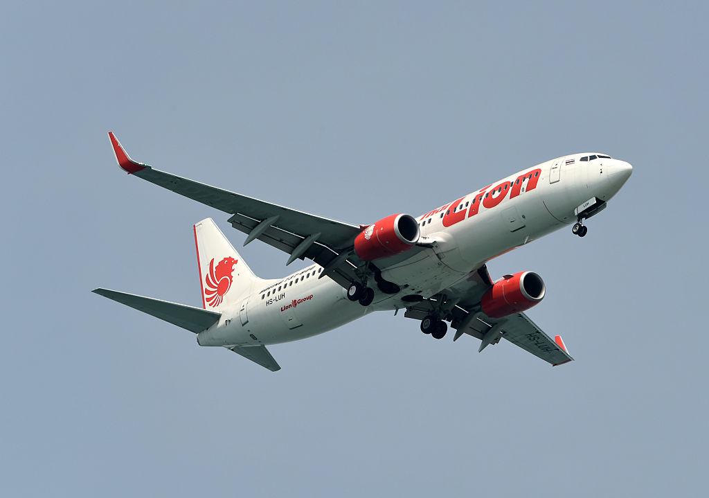 Lion Airlines Boeing 737 in flight