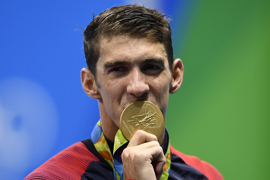 Michael Phelps kisses his gold medal