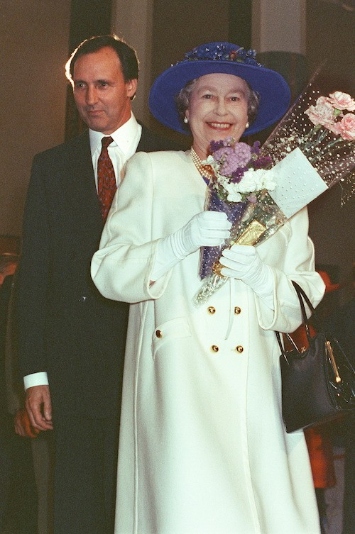 Paul Keating walking behind Queen Elizabeth.