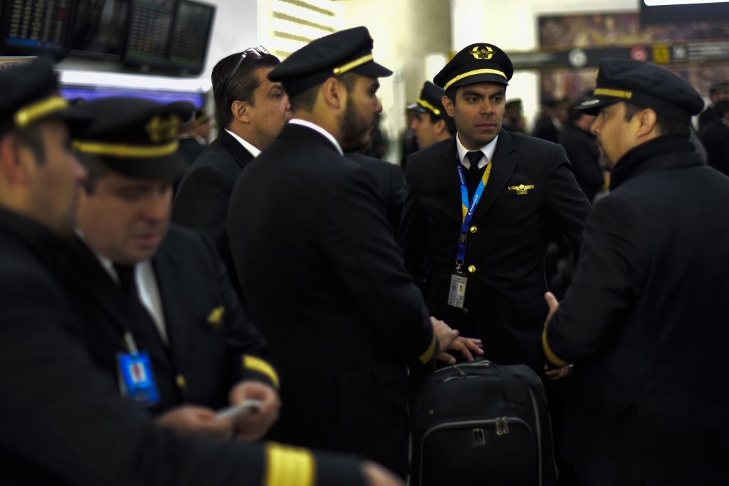 Pilots of Mexican flag carrier airline Aeromexico chat