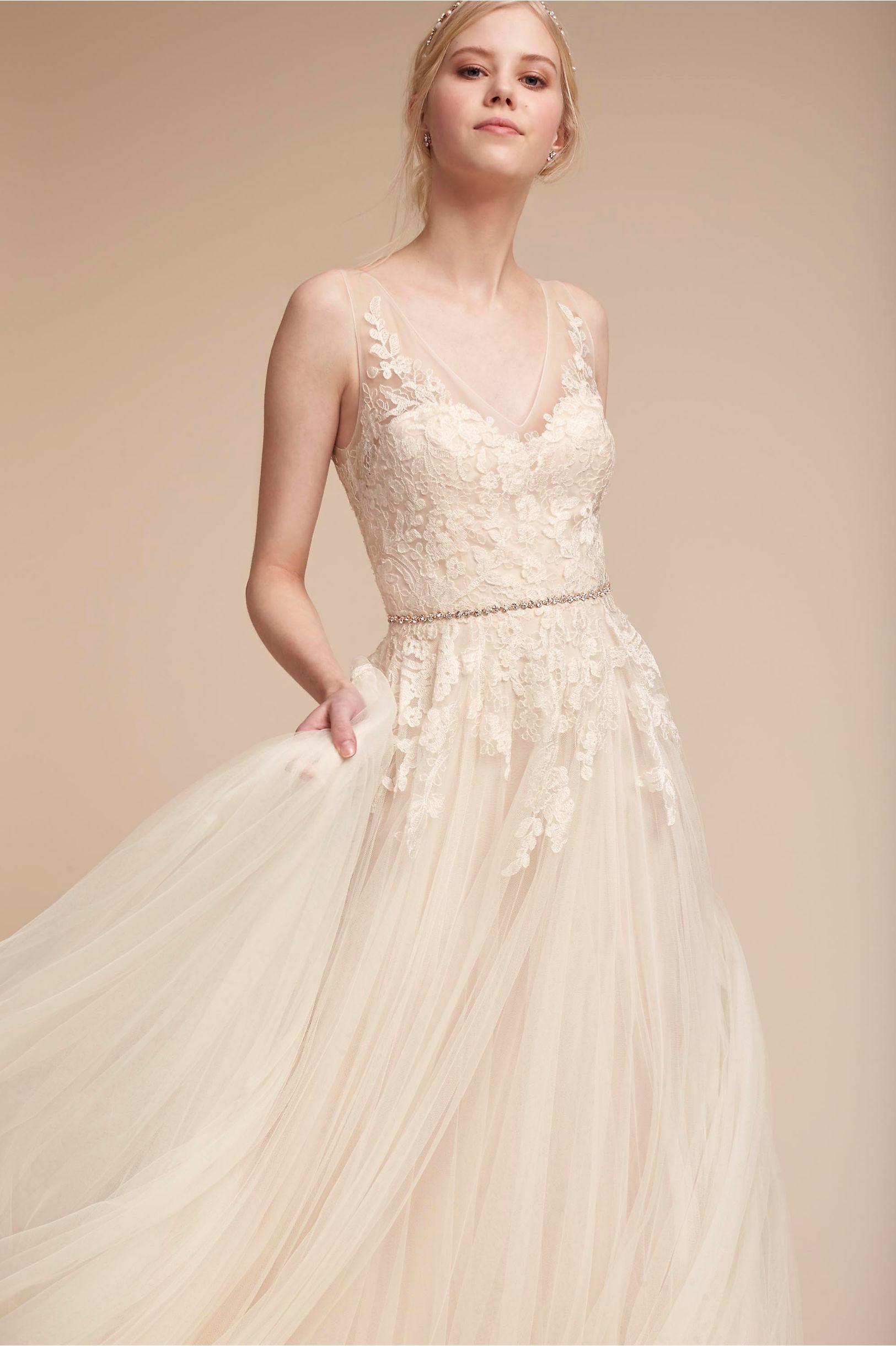 Romantic wedding dress