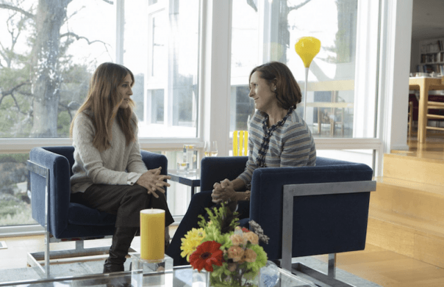 Sarah Jessica Parker and Molly Shannon sitting on chairs in 'Divorce'.