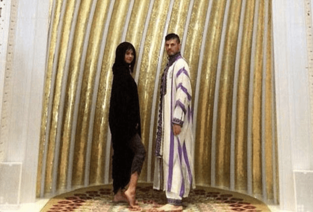 Selena Gomez breaking the dress code in a mosque.