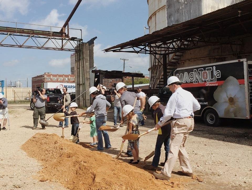 Fixer Upper Gaines' children at the silos