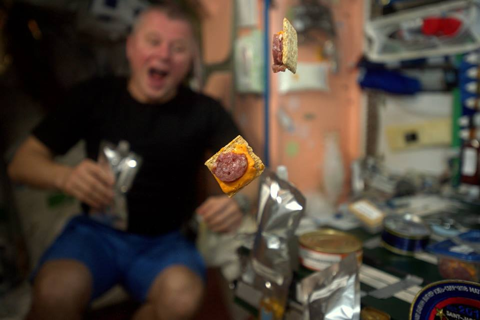 astronauts eating in outer space - photo #10