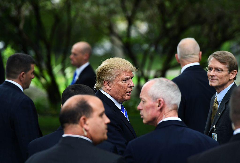 US Republican presidential nominee Donald Trump (C) is surrounded by members of the Secret Service