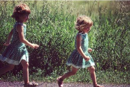 Barthel and her sister Becky as kids