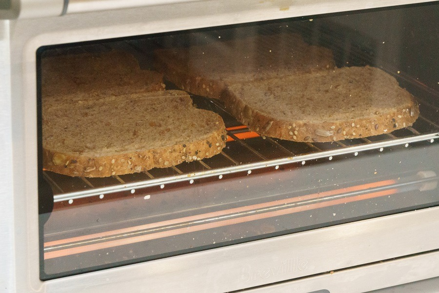 bread in toaster