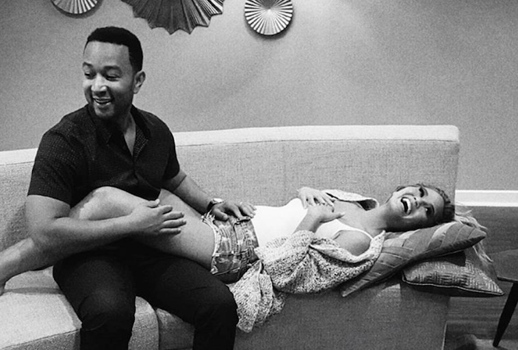 Chrissy Teigen and John Legend announce her pregnancy in 2015